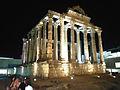 Vista nocturna del Templo Romano de Diana.jpg