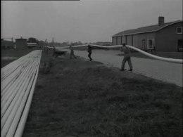 Bioscoopjournaal uit 1963. De volautomatische plastic buizenfabriek te Hardenberg.