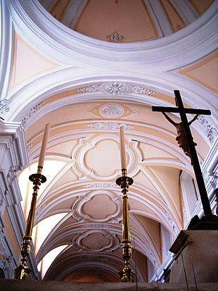 Scorcio della volta della Chiesa delle Clarisse vista dall'altare maggiore.