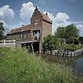 Voorburcht, overzicht van het poortgebouw, gezien vanuit het westen - Ammerzoden - 20423952 - RCE.jpg