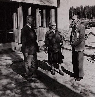 William Homan Thorpe - Mr and Mrs J.P. Niven of the  South African Ornithological Society with Dr W.H. Thorpe (right) during the XII Ornithological Congress in Finland, Otaniemi, June 7, 1958