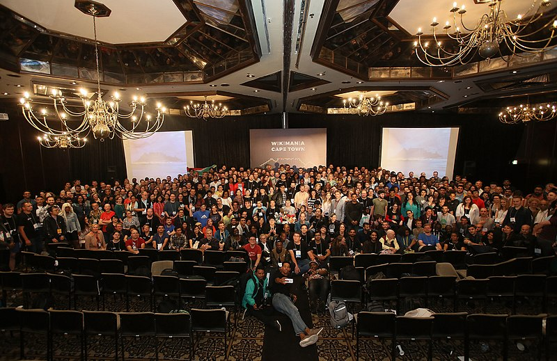 Datei:Wikimania 2018 group photograph.jpg