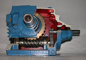 https://upload.wikimedia.org/wikipedia/commons/thumb/9/9e/Worm-WormWheel-gearbox.jpg/300px-Worm-WormWheel-gearbox.jpg