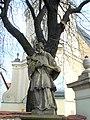 Wrocław, figura św. Jana Nepomucena w ciągu muru okalającego kościół pw. św Maurycego.jpg