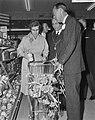 Zijne Koninklijke Hoogheid Prins Bernhard , winkelcentrum Grabbenhof te Dordre, Bestanddeelnr 916-3479.jpg