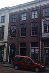 foto van Pand met lijstgevel met oorspronkelijke deuren en ramen