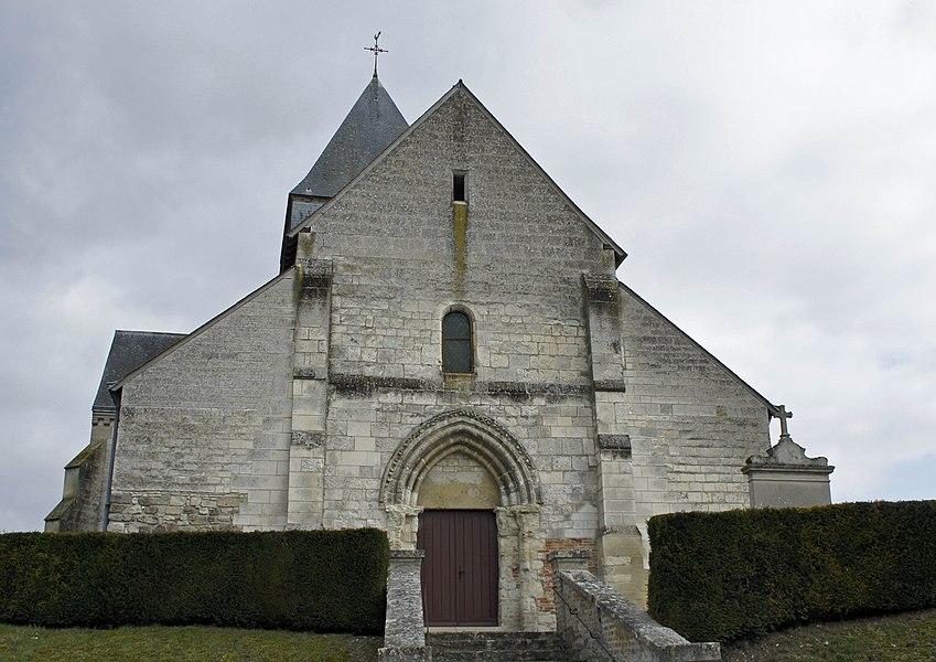 Vue du porche ouest de l'Église de Roizy. Monument du XIIIe et XVIIIe siècle qui est classé.