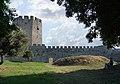 Το κάστρο του Πλαταμώνα με επισκέπτη που ρεμβάζει.jpg