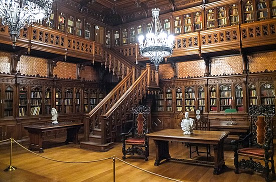 The Gothic library designed by Alexander Krasovsky [ru] for Nicholas II, in the Private Apartments of the Winter Palace (Saint Petersburg, Russia) Biblioteka Nikolaia Vtorogo Zimnii dvorets Sankt-Peterburg.jpg