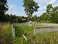 Памятник установлен недолеко от места гибели и захоронении погибших в деревне Богданово.jpg