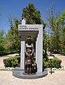 Հուշարձան նվիրված պաշարված Լենինգրադի երեխաներին (1).JPG