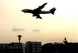 啟德機場 - Landing at Kai Tak - 1991 (2350897476).jpg