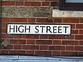 -2018-08-05 Street name sign, High street, Mundesley.JPG