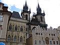 048 Casa de la Campana de Pedra, escola i església de Týn.jpg