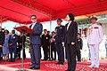 10.03 宏都拉斯共和國葉南德茲(Juan Orlando Hernández)總統於軍禮歡迎儀式上致詞 (29452875384).jpg