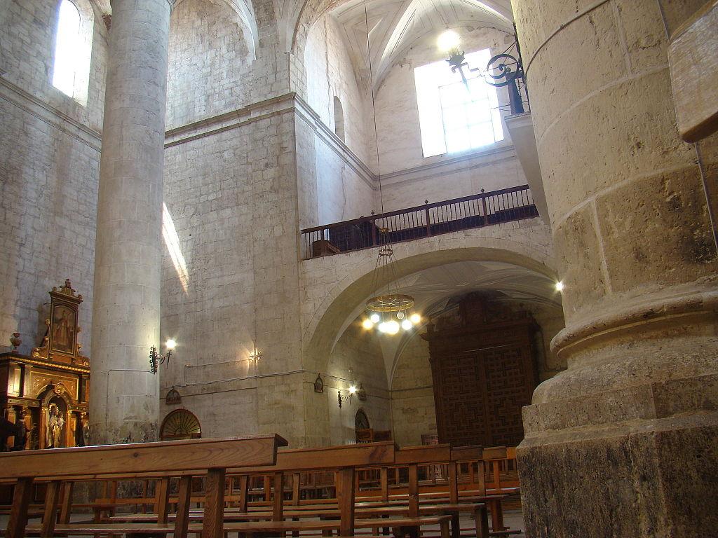 File 12 cigales iglesia santiago arquitectura interior coro a los pies ni jpg wikimedia commons - Arquitectura interior ...