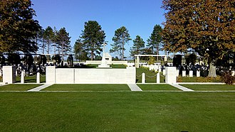 Bazenville - Image: 141028 15h 13m 11s cimetière militaire britannique de Bazenville