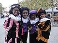17 nov 2019, vrolijke Zwarte Pieten, marktplein Wijchen.jpg