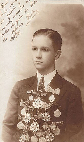 "Rafael Caldera - Rafael Caldera during the High School graduation awards, Colegio San Ignacio, Caracas, 16 October 1931. (Handwritten text): ""For my adored mom and dad, a keepsake of my school with total devotion""."