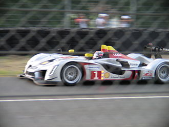 Four-stroke engine - Audi Diesel R15 at Le Mans
