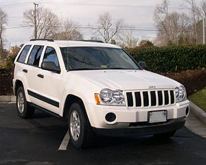 2005 Jeep Grand Cherokee front.jpg