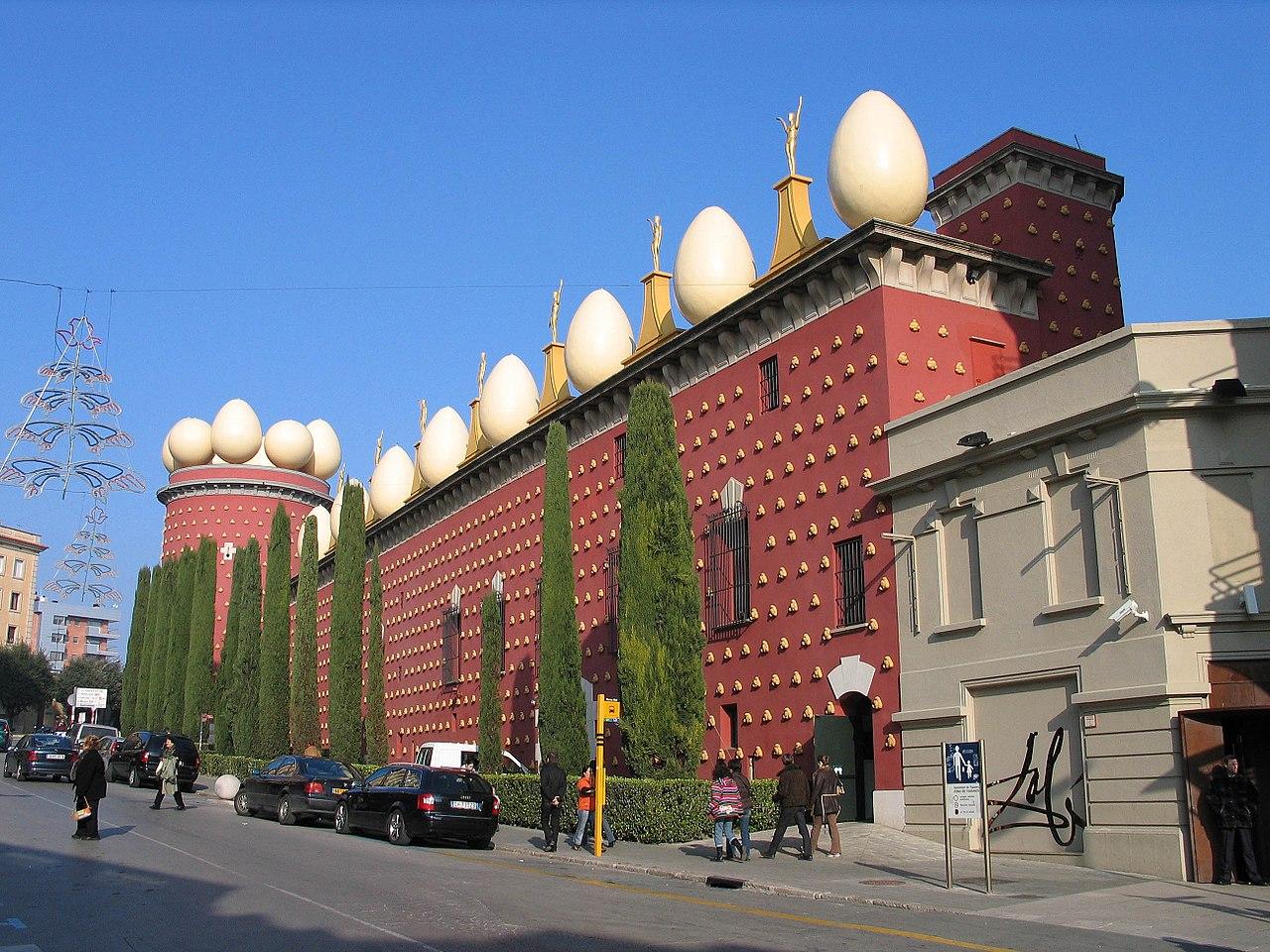 Exterior del Teatro-Museo Dalí, en Figueres (Girona).