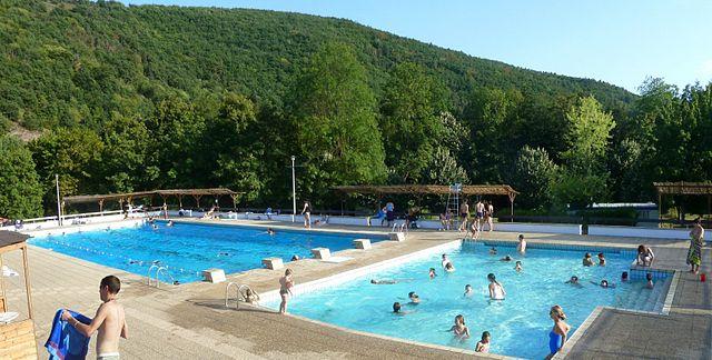 File 2011 08 21 piscine massiac wikimedia for Piscine kb