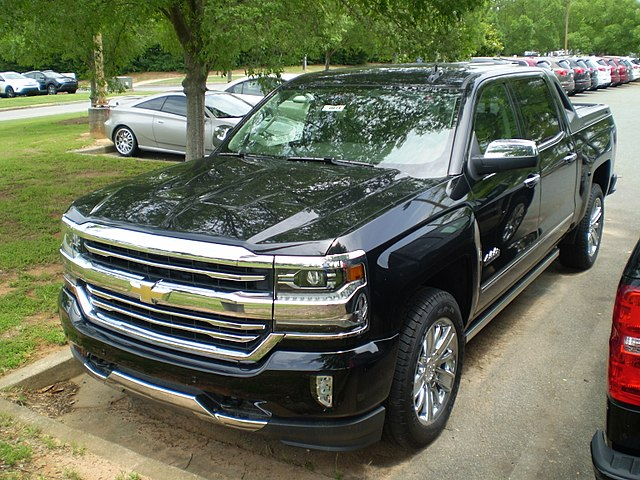 https://upload.wikimedia.org/wikipedia/commons/thumb/9/9f/2017_Chevrolet_Silverado_1500_4WD_Crew_Cab_Short_Bed_High_Country_Desert_Package_%28observe%29.jpg/640px-2017_Chevrolet_Silverado_1500_4WD_Crew_Cab_Short_Bed_High_Country_Desert_Package_%28observe%29.jpg