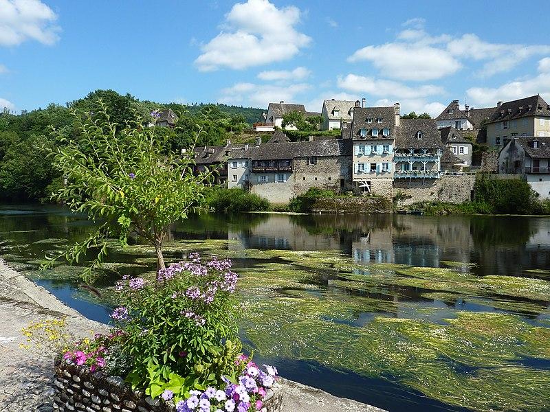 Fichier:277 Argentat La Dordogne.JPG