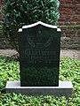 46 Grabstein Pfarrer Jakob Coenen, Friedhof (Elmpt).jpg