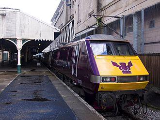 Metrication of British transport - Image: 91101 Flying Scotsman