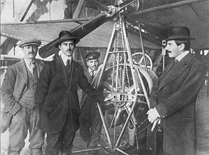 Aurel Vlaicu - Giovanni Magnani, Aurel Vlaicu, Ion Ciulu (Vlaicu's mechanic) and a friend in front of A. Vlaicu Nr. II airplane