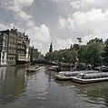 Amsterdam nr. 3 Damrak, nr. 4 Amstel met rondvaartboten bij de Munt, Bestanddeelnr 254-9359.jpg