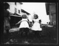 ArCJ - 2 filles, 1 enfant - 137 J 1390 a.tif