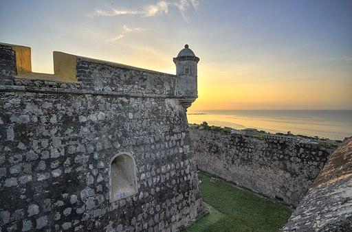 Atardecer Naranja en la Torre del Fuerte San José el Alto