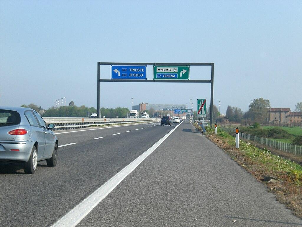 Uscita Autostrada Per Villa Toniolo Bologna