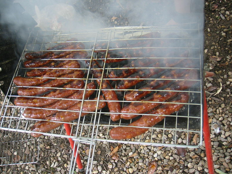 ファイル:Barbecue sausages.jpg