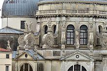 Basilica Santa Maria della Salute dettaglio facciata 3 Venezia.jpg