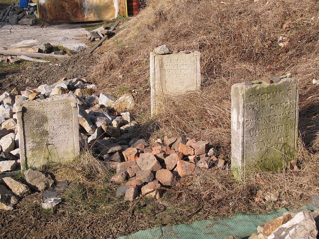 Bečov nad Teplou - židovský hřbitov (03).JPG