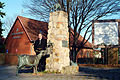 Bernd Maro Dorfbrunnen Hannover Pinkenburger Straße Dorfplatz Friedrich-Wilhelm Busse Ortsfeuerwehr Buchholz Infotafel Bürgerhaus für Groß-Buchholz Pinkenburger Kreis.jpg