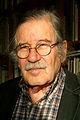 Bernd Schwabe in Hannover Siegfried Neuenhausen in seiner Bibliothek.jpg