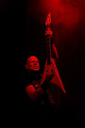 Hoffmann performing with Accept in 2011
