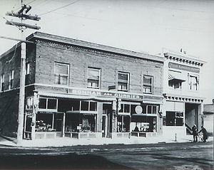 St. Johns, Portland, Oregon - The Bonham and Currier (left) and First National Bank buildings (right) in 1908. Starbucks now operates out of the Bonham and Currier building.