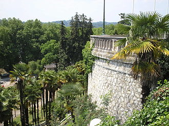 Boulevard des Pyrénées - Detail of the terrace supporting the boulevard, and the gardens below.
