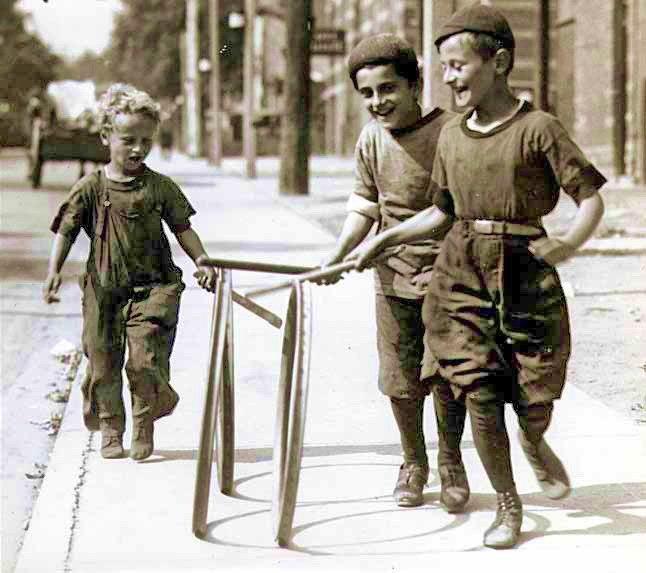Boys with hoops on Chesnut Street
