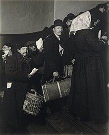 Ellis Island WikiVisually - 31 ellis island immigrant photos 100 years ago perfectly depict american diversity