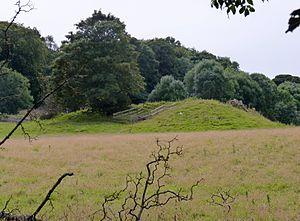 Plas Newydd (Anglesey) - Bryn-yr-Hen-Bobl Burial Chamber, south of Plas Newydd