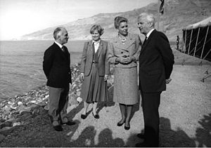Queen Noor of Jordan - Queen Noor and King Hussein with Richard von Weizsäcker, President of Germany, and First Lady Marianne von Weizsäcker in Jordan in 1985