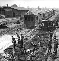Langenweddingen, Eisenbahnunglück, Aufräumarbeiten, Löschen von Holzschwellen