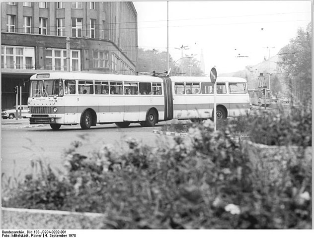 file bundesarchiv bild 183 j0904 0202 001 berlin gelenkbus ikarus wikimedia commons. Black Bedroom Furniture Sets. Home Design Ideas